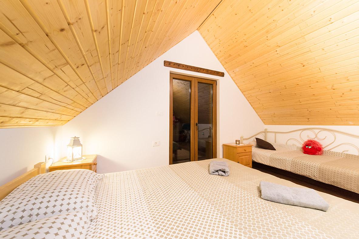 room1-mountine-view-4-seasons-house-wood